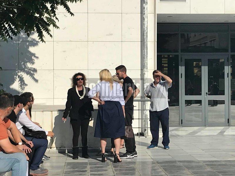 Η μητέρα της Δώρας έξω απο το δικαστήριο- φωτογραφία iefimerida