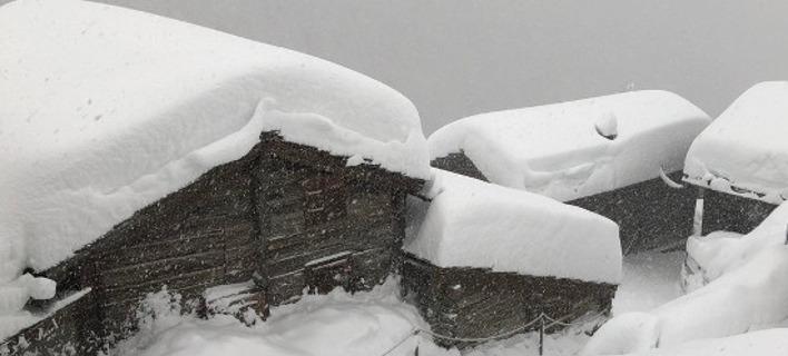 Αποκλεισμένοι στο χιόνι 13.000 τουρίστες στην Ελβετία, στο χειμερινό θέρετρο Τσερμάτ