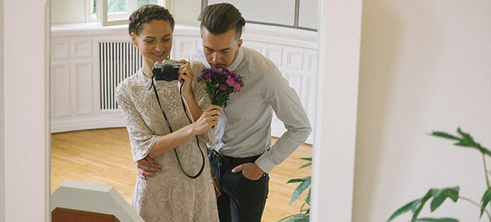 Ενα ονειρικό άλμπουμ γάμου - Η νύφη τράβηξε έξυπνες selfie με τη βοήθεια καθρεπτών [εικόνες]