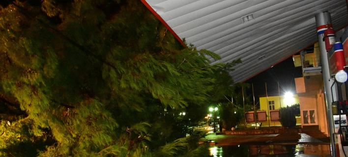Πλημμύρες και καταστροφές από το κύμα κακοκαιρίας -328 κλήσεις στην πυροσβεστική [εικόνες]