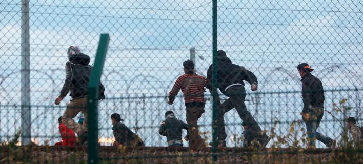 Συγκρούσεις στη «Ζούγκλα» του Καλαί -Μετανάστες επιχείρησαν να φτάσουν στο λιμάνι