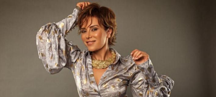 Ο Ερντογάν έστειλε στη φυλακή τραγουδίστρια, γιατί τον προσέβαλε με μια χειρονομία
