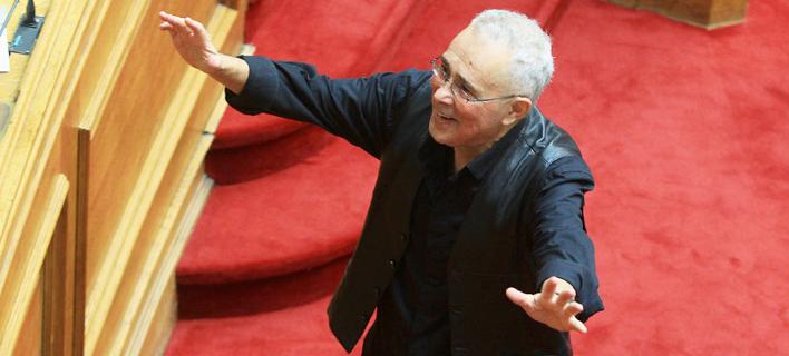 Απίστευτο βίντεο: Ο Ζουράρις μίλησε στη Βουλή για τη συνεργασία ΣΥΡΙΖΑ-ΑΝΕΛ με Θουκυδίδη, Ακάθιστο ύμνο και Γιάννη Ρίτσο