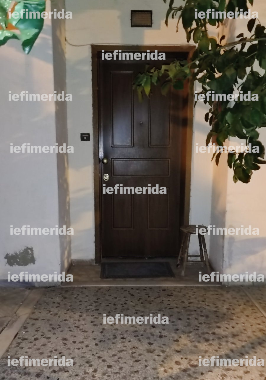This image has an empty alt attribute; its file name is porta-eisodou-zografou-xristos-pappas_0.jpg