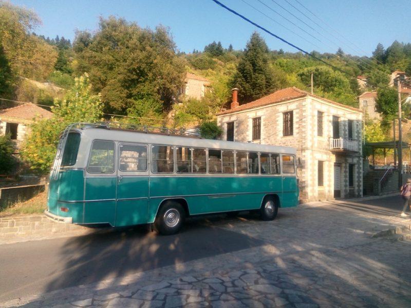 Το ανακαινισμένο πράσινο λεωφορείο της Ναυπακτίας