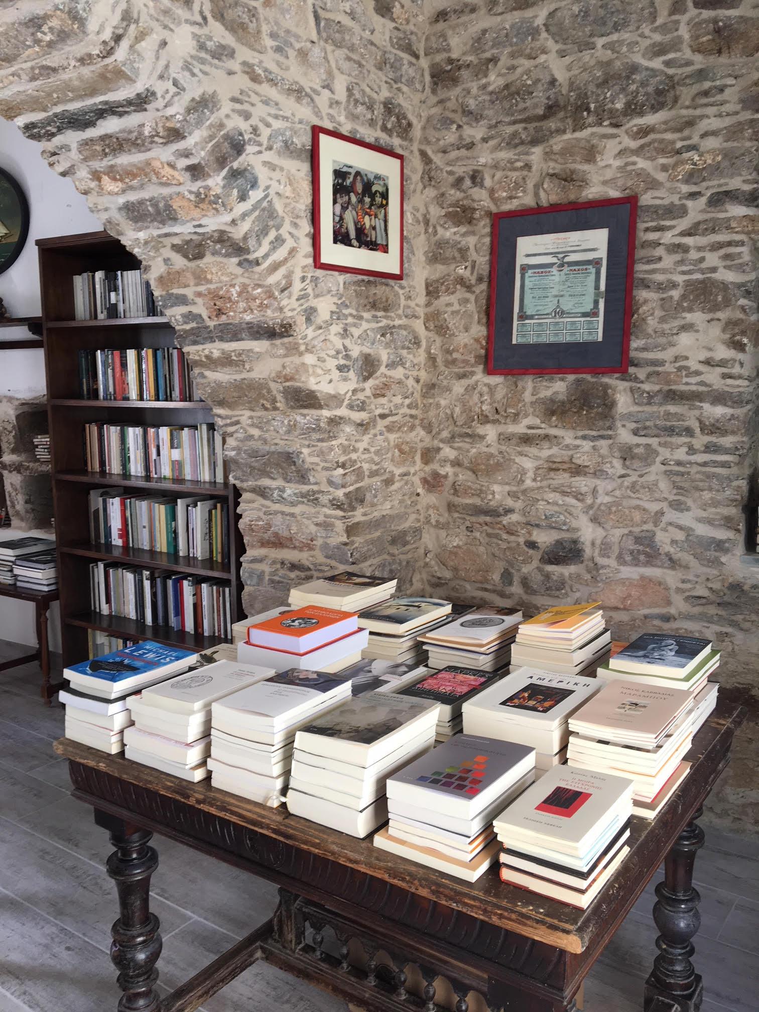 τραπεζι βιβλία