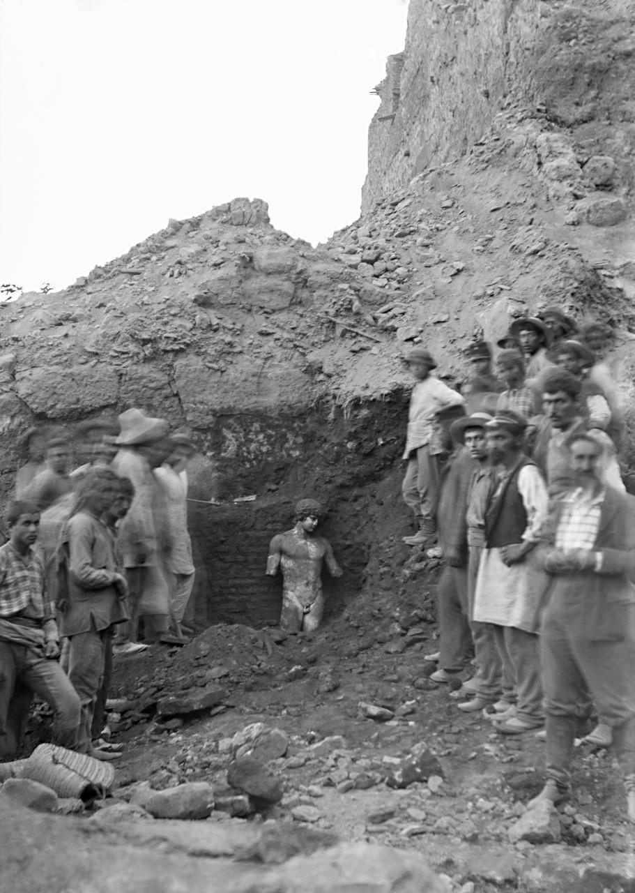 Η ανασκαφή στους Δελφούς από τη Γαλλική Σχολή Αθηνών