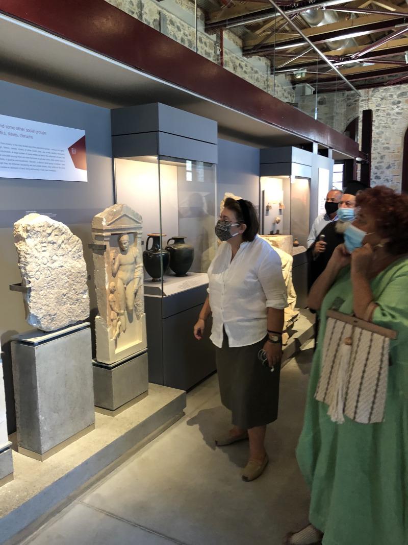 Μουσείο Αρέθουσα, Λίνα Μενδώνη, Αγγελική Σίμωση