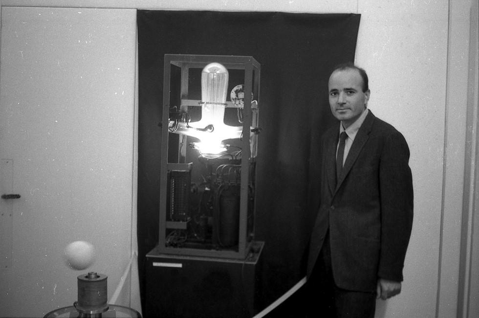 Ο Takis σε έκθεση μαγνητικών έργων