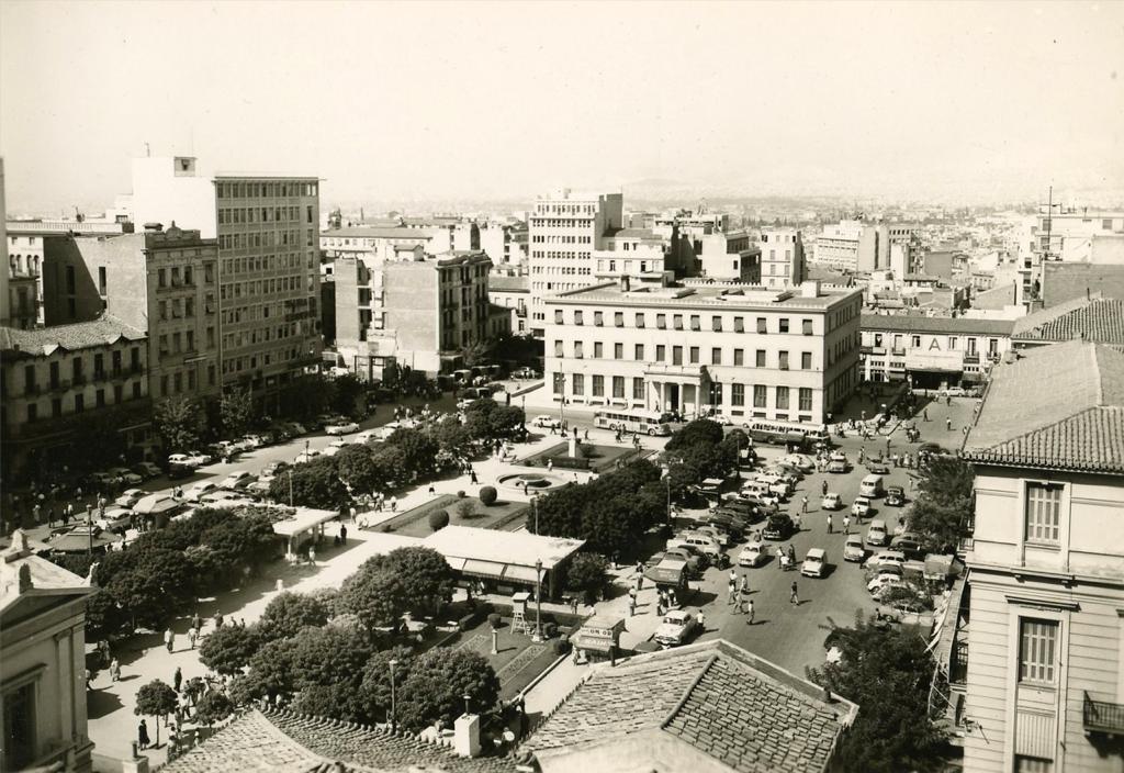 Το δημαρχείο Αθηναίων και η πλατεία Κοτζιά το 1951