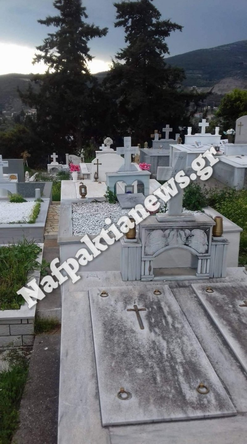 Μια άλλη εικόνα από τάφο στο ίδιο νεκροταφείο.
