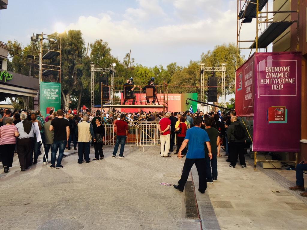 Κόσμος στο σημείο της ομιλίας Τσίπρα στο Ηράκλειο
