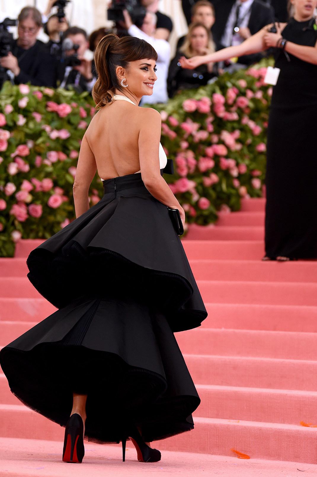 Η ανοιχτή πλάτη του Chanel φορέματος της Πενέλοπε Κρουζ στο Met Gala 2019