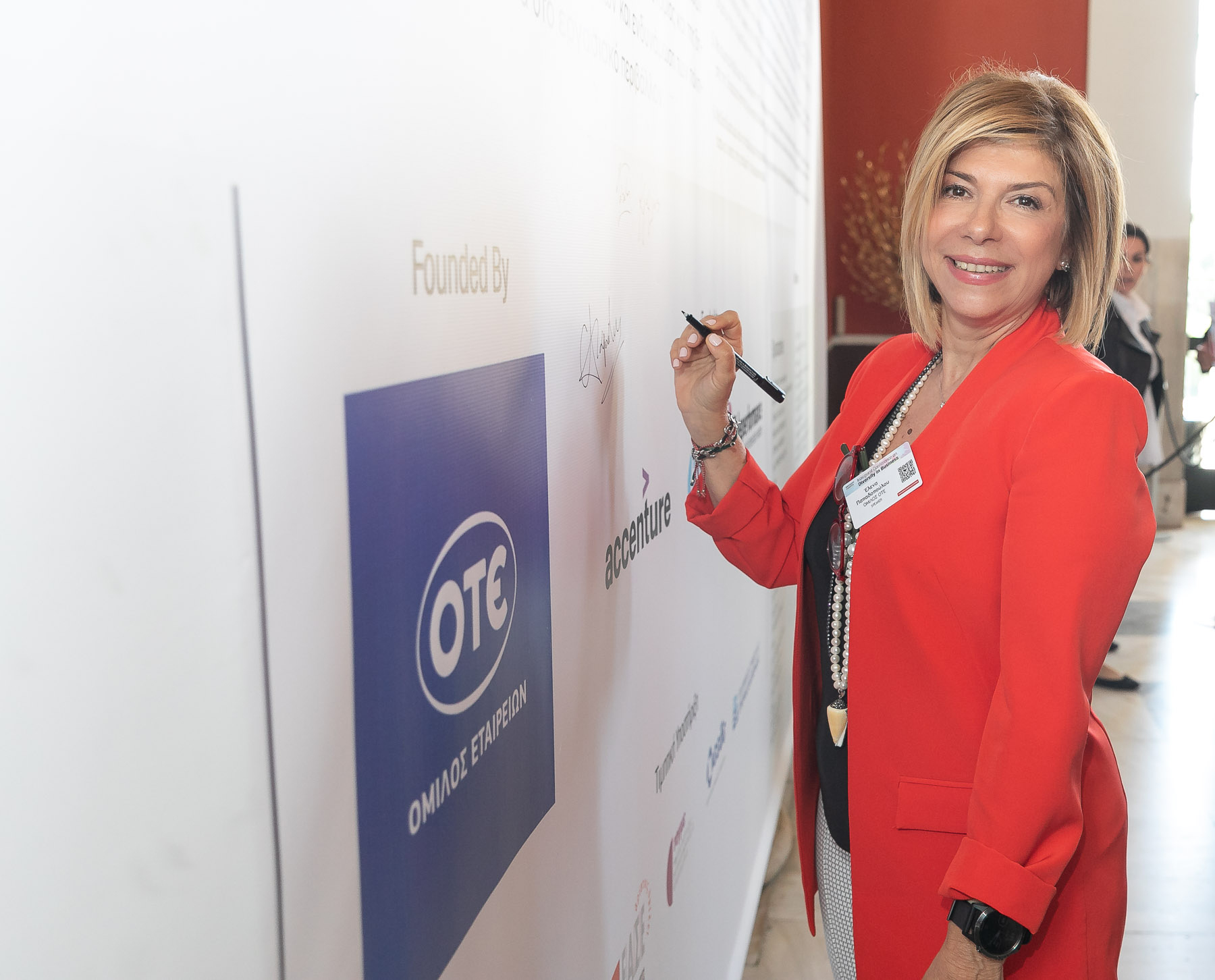 Η Chief Officer Ανθρώπινου Δυναμικού Ομίλου ΟΤΕ, κα Έλενα Παπαδοπούλου υπογράφει τη Χάρτα Διαφορετικότητας