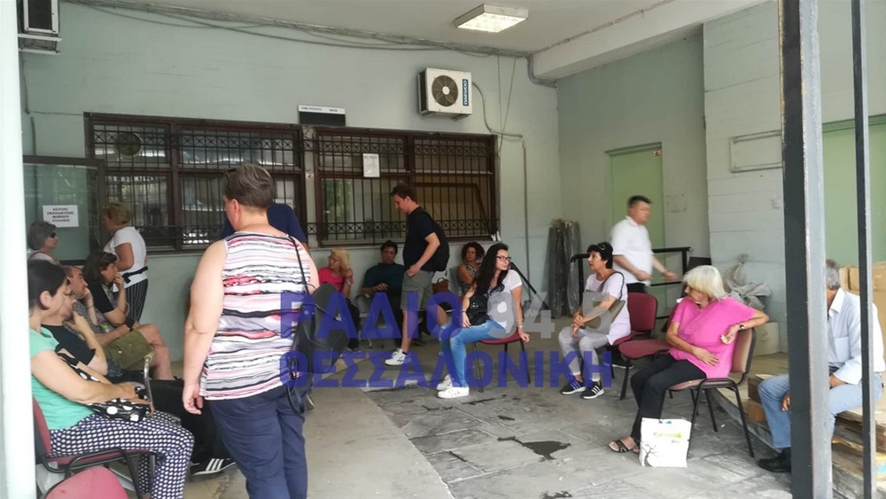 Άθλιες συνθήκες σε υποκατάστημα του ΕΦΚΑ- Πάνω σε παλέτες οι ασθενείς- φωτό — ΣΚΑΪ (www.skai.gr)
