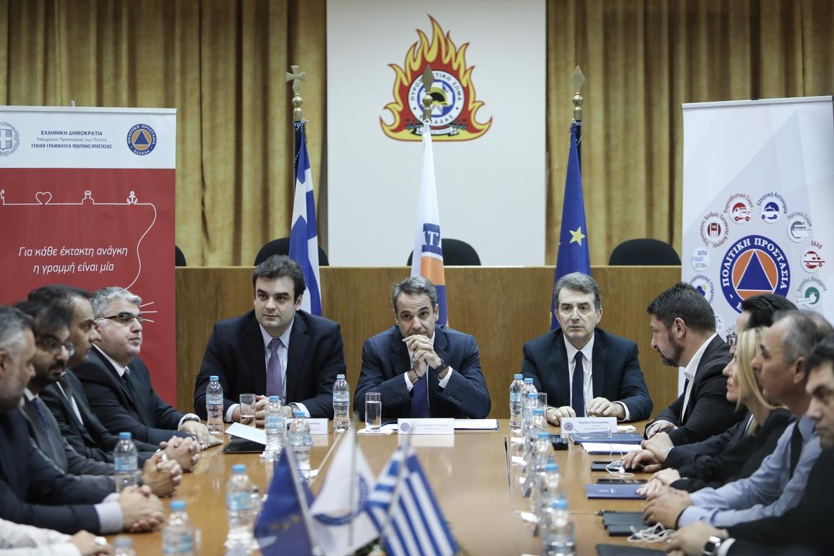 Ο Κυριάκος Πιερρακάκης, ο Κυριάκος Μητσοτάκης, ο Μιχάλης Χρυσοχοΐδης και δεξιά ο γ.γ. Πολιτικής Προστασίας Ν. Χαρδαλιάς στην παρουσίαση του 112
