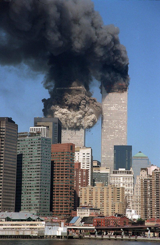 Δίδυμοι πύργοι στις φλόγες 11η ΣΕπτεμβρίου 2001