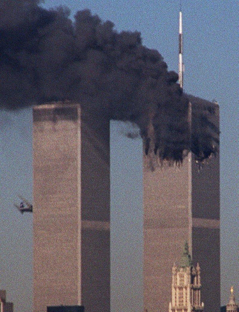 Η στιγμή που το αεροπλάνο καρφώνεται στον δίδυμο πύργο 11η Σεπτεμβρίου