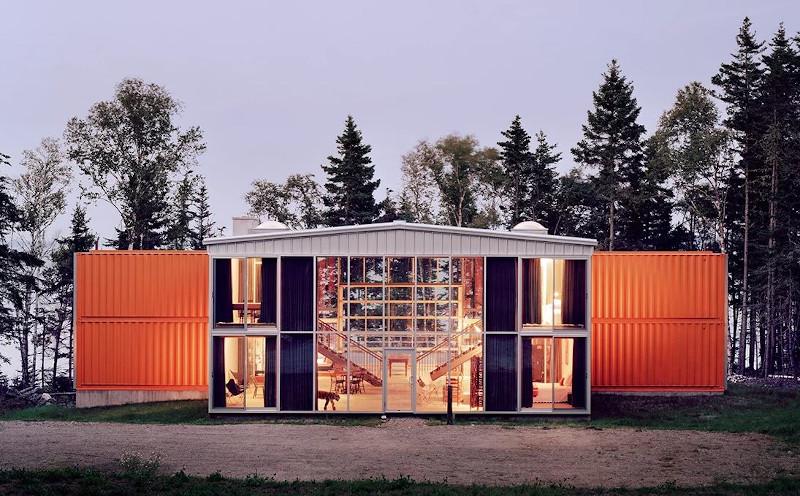 Το πιο γνωστό όλων των σπιτιών κοντέινερ είναι αυτό που έφτιαξε ο αρχιτέκτονας Άνταμ Κάλκιν/Φωτογραφία: inzombie.com