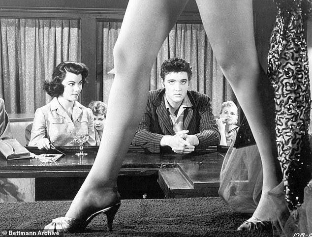 Ο Έλβις Πρίσλεϊ, κατηγορείται ότι παρακολουθούσε κρυφά, ζευγάρια να κάνουν σεξ/ / Φωτογραφία από την ταινία «Jailhouse Rock», το 1957.