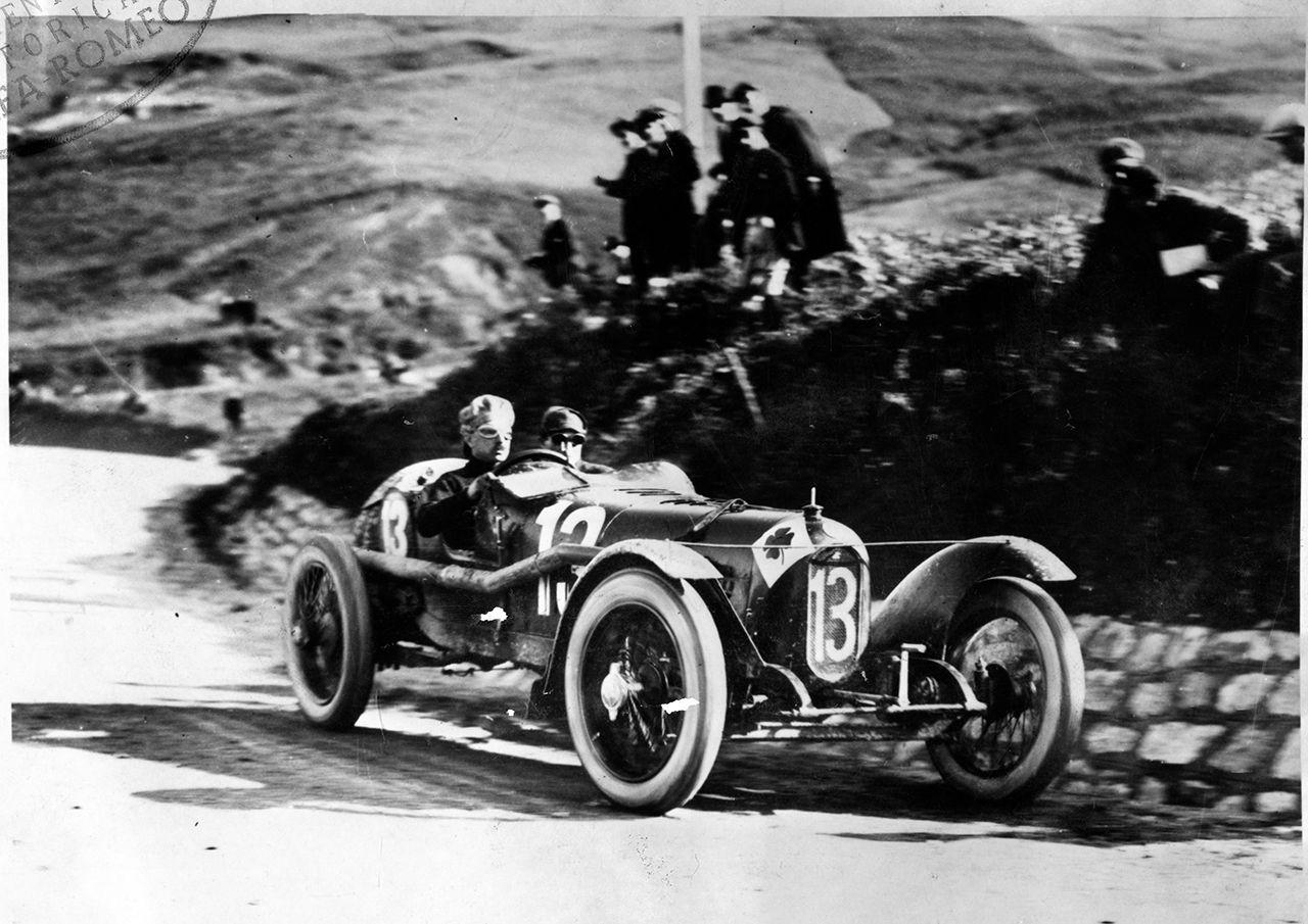 Η ιστορία της Alfa Romeo στο θεσμό ξεκινά μόλις στη δεύτερη χρονιά του το 1928, όταν η μάρκα κατέκτησε, τόσο τον τίτλο των κατασκευαστών, όσο και των οδηγών