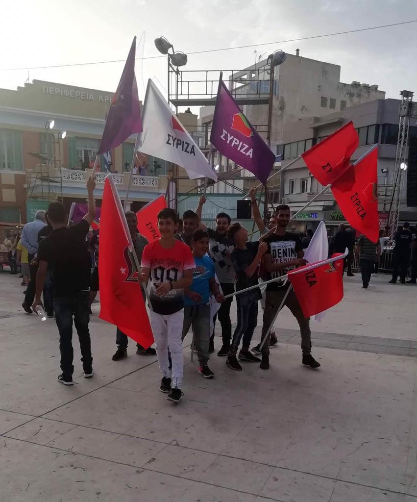 Αρκετές σημαίες του ΣΥΡΙΖΑ