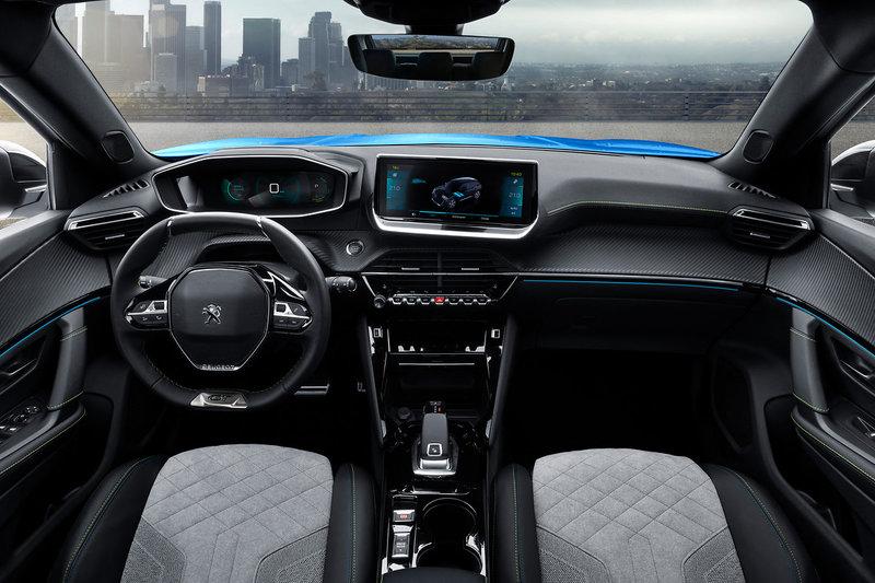 Στα μοτέρ εσωτερικής καύσης υπάρχει η επιλογή των 1200 κ.εκ. (βενζίνη) με τρεις αποδόσεις 99, 128 και 153 ίππων και αυτή του 1.5-liter BlueHDI (diesel) με 99 ίππους (με αυτόματο ή μηχανικό κιβώτιο ταχυτήτων).