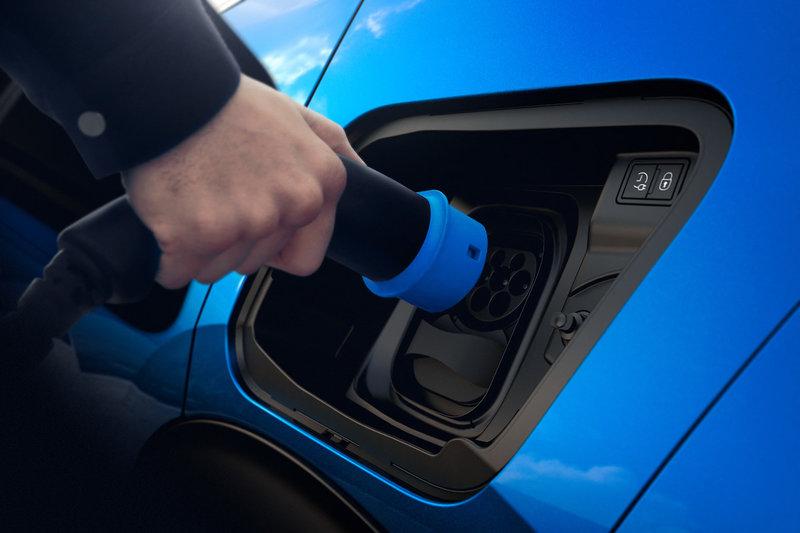 Το Peugeot e-2008 έχει αυτονομία (μέσω WLTP) πάνω από 300 χλμ.