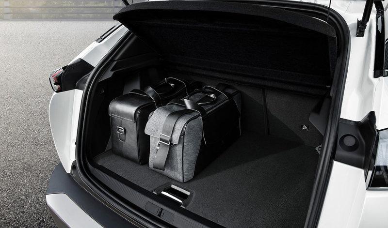 Όλα τα μοντέλα (ηλεκτρικά και συμβατικά) έχουν 360 λίτρα χώρο αποσκευών.