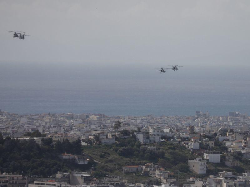 Στρατιωτικά ελικόπτερα στον αττικό ουρανό