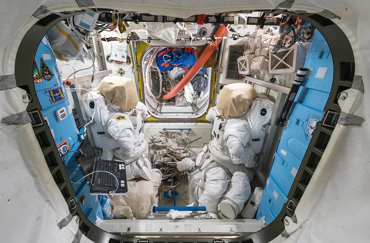 Στολές και κράνη αστροναυτών