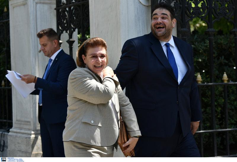 Η νέα υπουργός Πολιτισμού Λίνα Μενδώνη και ο υφυπουργός Εσωτερικών Θεόδωρος Λιβάνιος