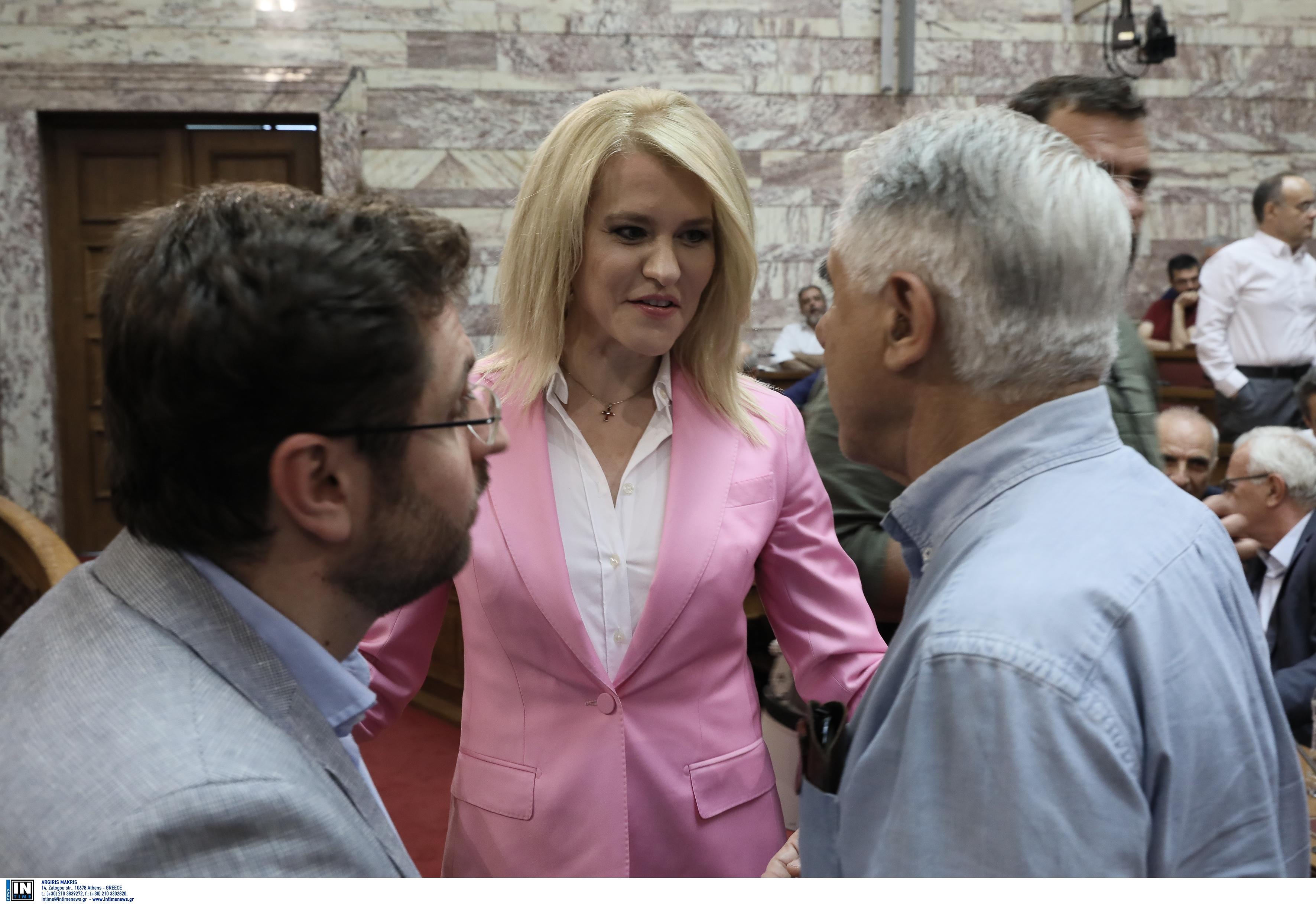 Η Θεοδώρα Τζάκρη στα ροζ