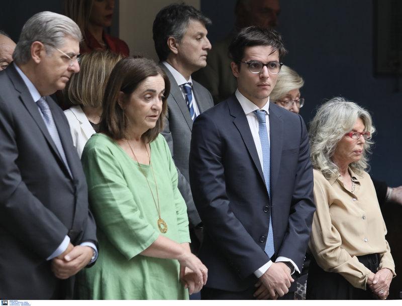 Η οικογένεια Μητσοτάκη στα θεωρεία της βουλής