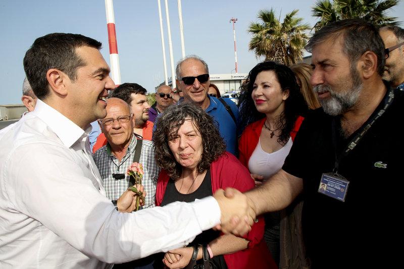Ο Αλέξης Τσίπρας με πολίτες