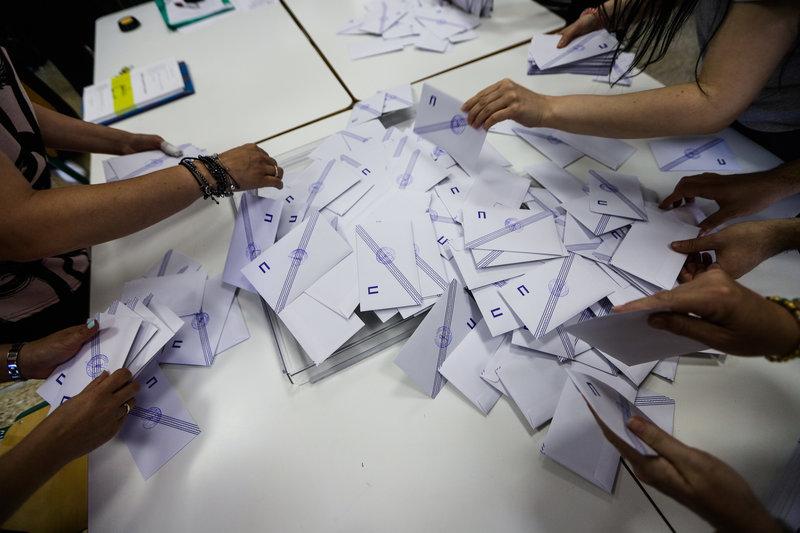 Στιγμιότυπο από τη διαλογή των ψηφοδελτίων