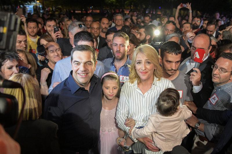 Ρένα Δούρου και Αλέξης Τσίπρας στο εκλογικό κέντρο