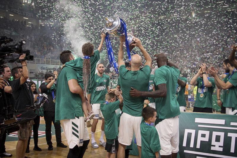 Βουγιούκας, Γκιστ και Καλάθης σηκώνουν το τρόπαιο του Πρωταθλητή 2019