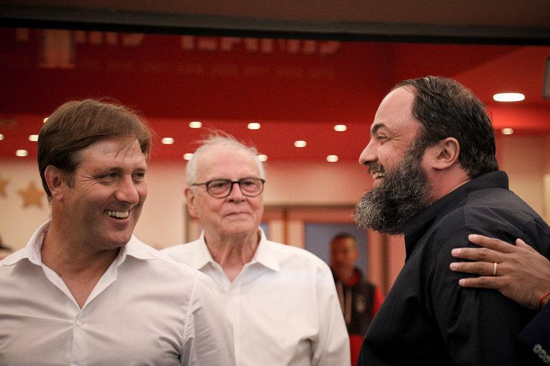 Ο Βαγγέλης Μαρινάκης με τον Πέδρο Μαρτίνς και τον Σάββα Θεοδωρίδη