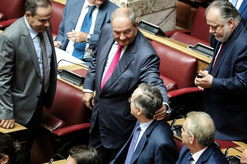 Καραμανλής Σαμαράς στη Βουλή