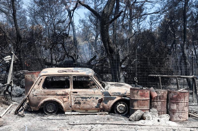 Καμένο αυτοκίνητο στο δάσος της Εύβοιας