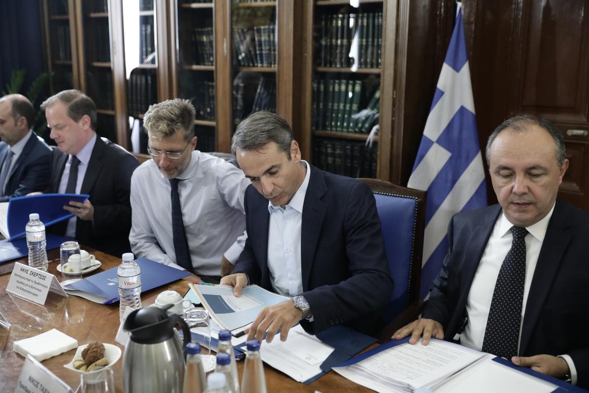 Από αριστερά: Κώστας Αχ. Καραμανλής, Ακης Σκέρτσος, Κυριάκος Μητσοτάκης, Θ. Καράογλου