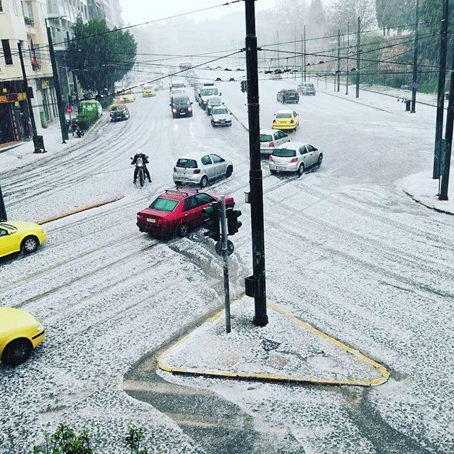 Χαλάζι στο κέντρο της Αθήνας