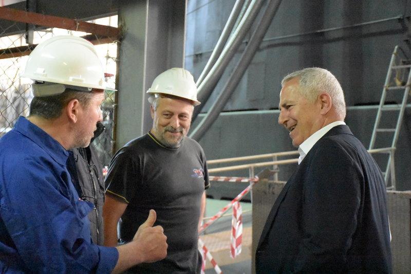 Ο κ. Αποστολάκης συνομίλησε με εργαζομένους στα Ναυπηγεία Σκαραμαγκά