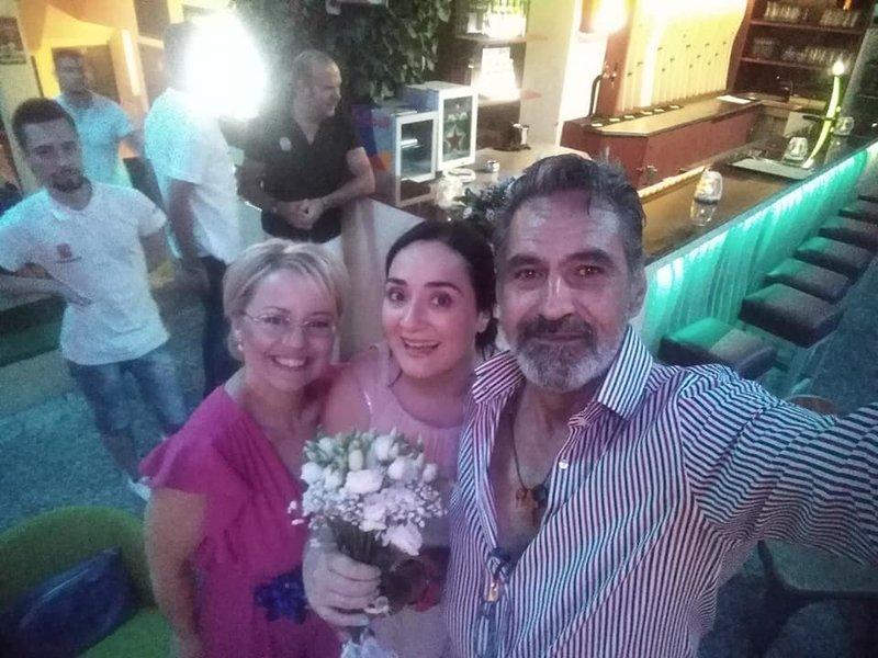 Η πρωταγωνίστρια του «Πέτα τη Φριτέζα» , Ελένη Ουζουνίδου παντρεύτηκε τον αγαπημένο της στην Κομοτηνή