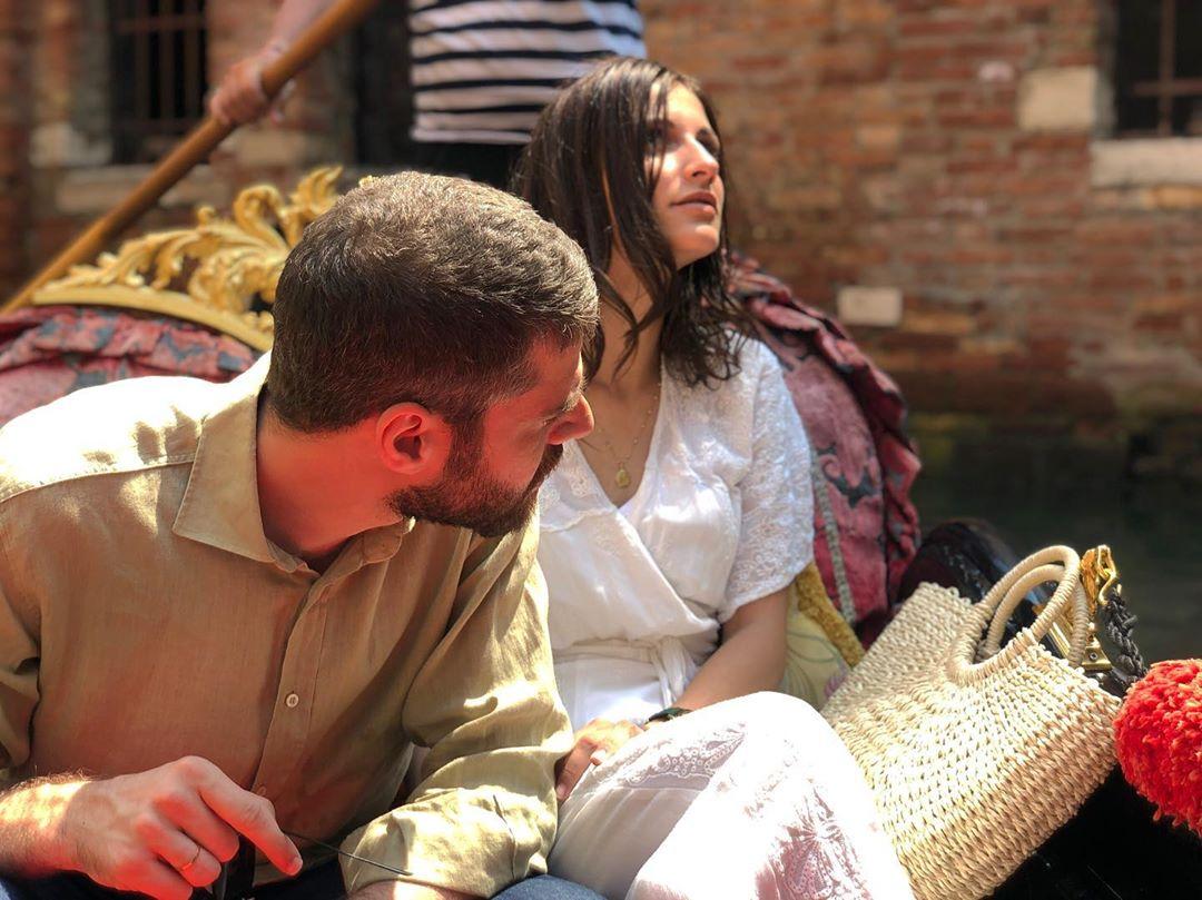 Οι πρωταγωνιστές της σειράς «8 Λέξεις» στα γυρίσματα που πραγματοποιήθηκαν στη Βενετία / Φωτογραφία: Instagram / Georgiou82