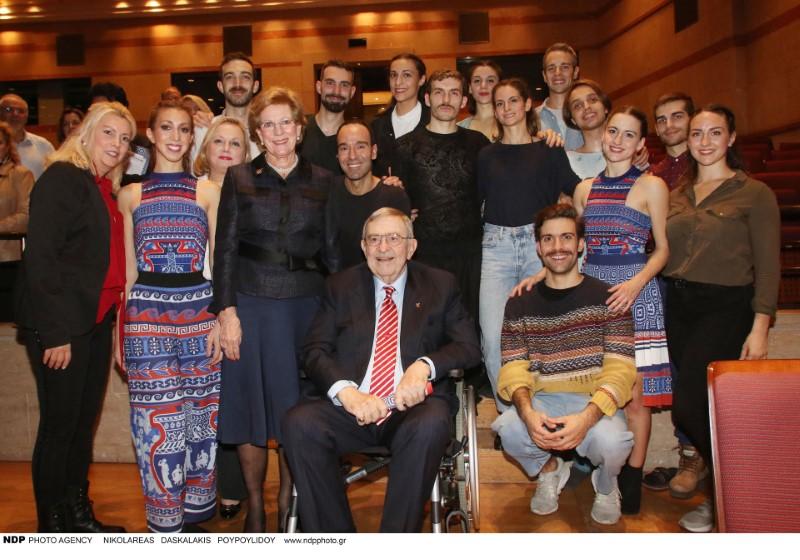 Ο τέως βασιλιάς Κωνσταντίνος με την Αννα Μαρία και συντελεστές της παράστασης The Thread-