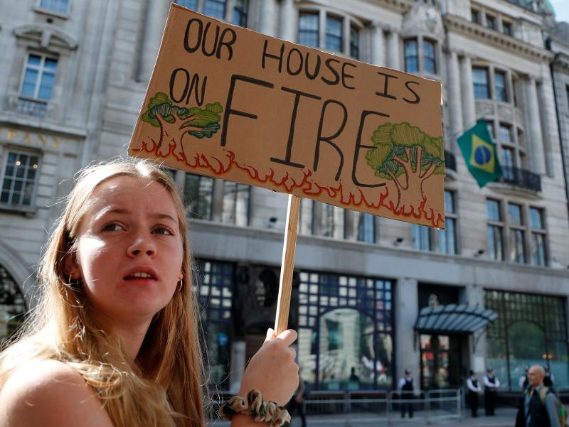 Διαδηλώσεις για τις φωτιές που έχουν εκδηλωθεί στον Αμαζόνιο / Φωτογραφία: AP