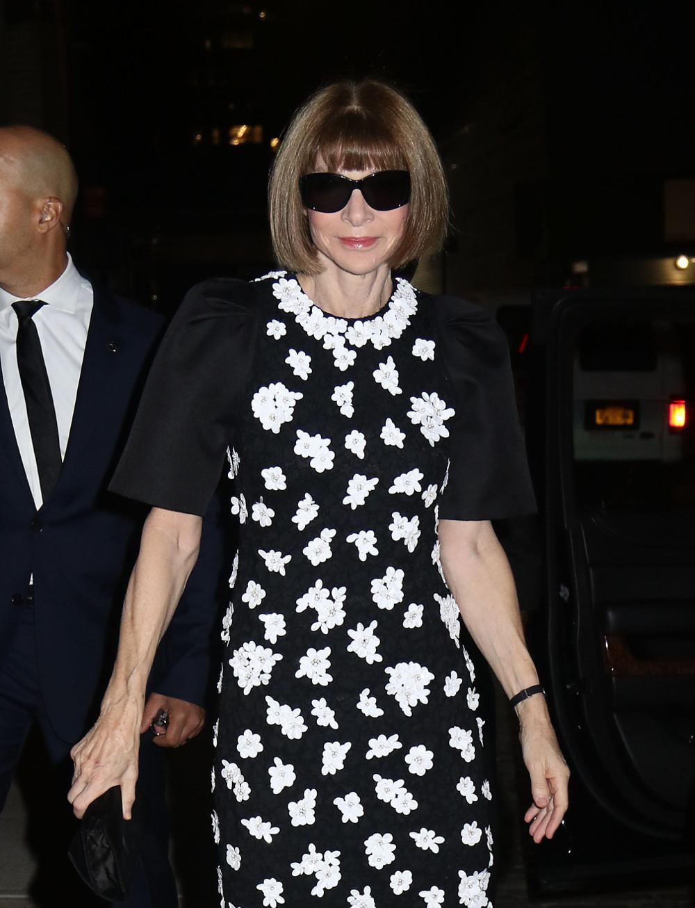 Στις συζητήσεις συμμετέχει και η Άννα Γουίντουρ προκειμένου η στήλη της Μέγκαν Μαρκλ να αναπαράγεται και στην αμερικανική έκδοση της Vogue