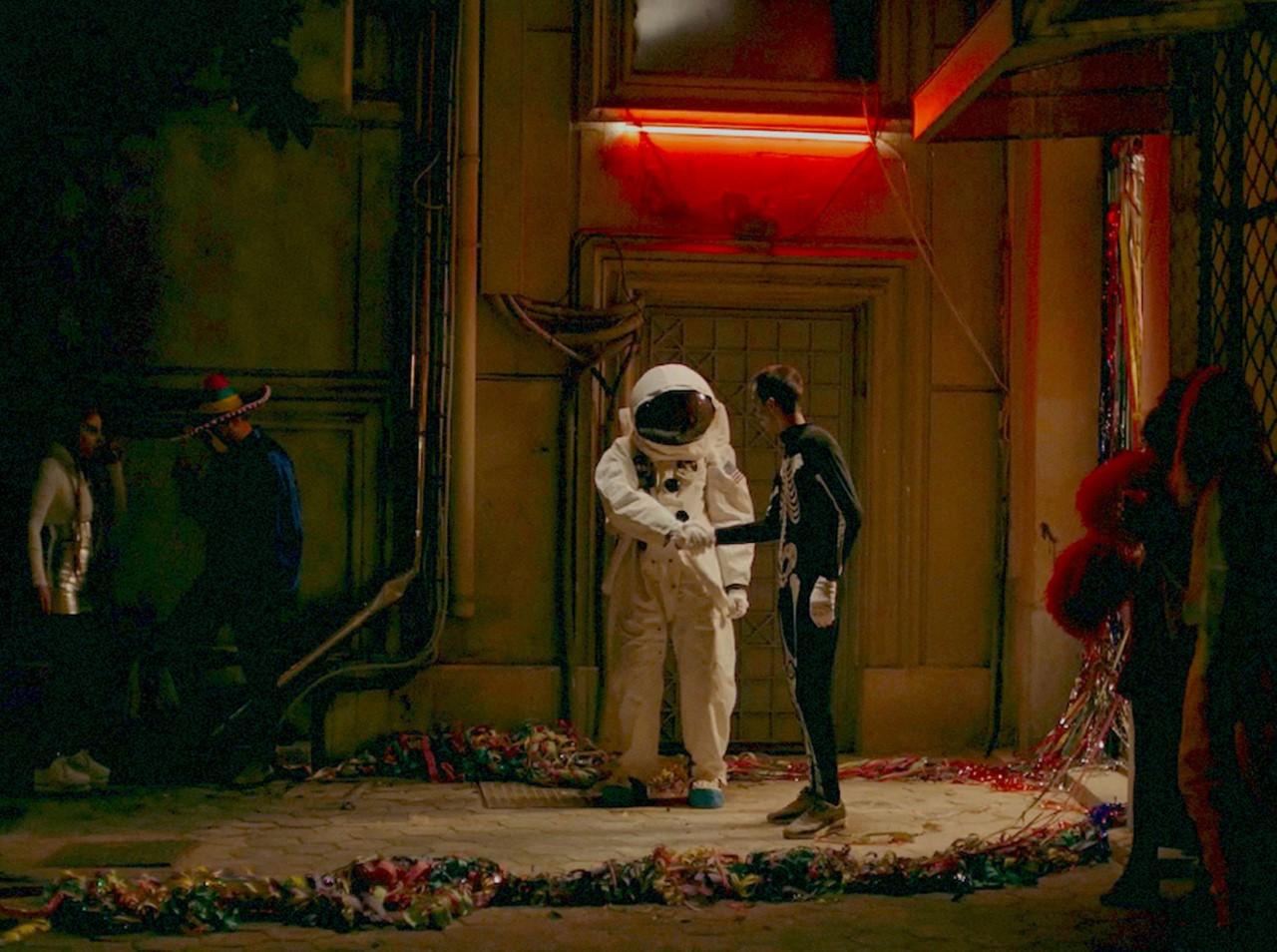 ταινία Μήλα, αστροναύτης